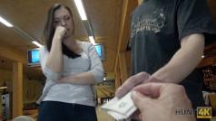 Sesso in cambio di soldi al Bowling