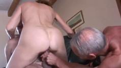 Trio amatoriale con marito cuckold maturo